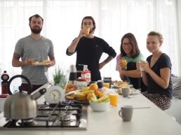 Naše milovaný snídaně (všimněte si márova účesu :D )